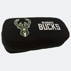 Προσφορά από το Cosmossport σε NBA  - NBA Milwaukee Bucks Κασετίνα Βαρελάκι Οβάλ 9 x 21 x 6 cm (9000062164_48584) - DealFinder.gr
