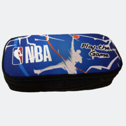 Προσφορά από το Cosmossport σε NBA  - Back Me Up Οβάλ Κασετίνα NBA Play the Game 9 x 21 x 6 cm (9000062157_48581) - DealFinder.gr