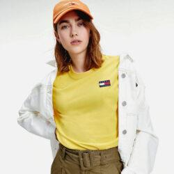 Προσφορά από το Cosmossport σε Tommy Jeans  - Tommy Jeans Badge Γυναικείο T-Shirt (9000063105_48654) - DealFinder.gr